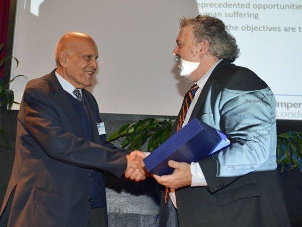 Ο κορυφαίος καρδιοχειρουργός Μαγκντί Γιακούμπ ήταν ομιλητής στο Ευρωπαϊκό Πανεπιστήμιο Κύπρου