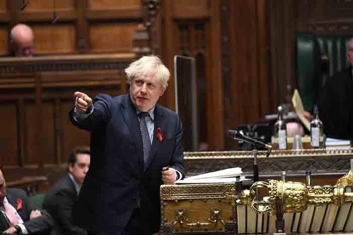 Υπερψηφίστηκαν τα μέτρα κατά COVID που θα ισχύουν από την Τετάρτη στην Αγγλία
