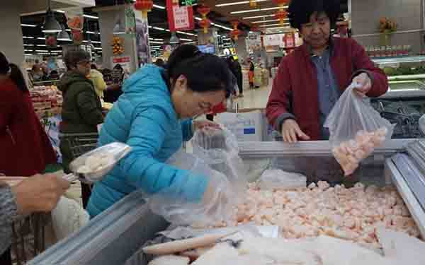 Ίχνη κορονοϊού εντοπίστηκαν σε συσκευασίες γαρίδων από τον Ισημερινό στην Κίνα