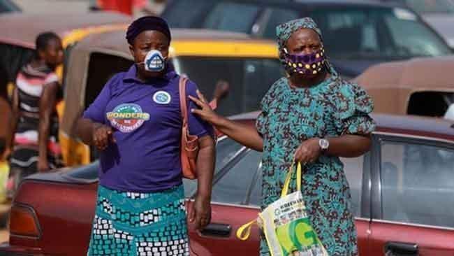 Η Νότια Αφρική επιβάλλει εκ νέου απαγόρευση της κυκλοφορίας και αναστολή πώλησης αλκοόλ