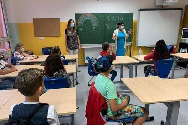 Ιταλία: Όσοι διοικητικοί, καθηγητές και δάσκαλοι δεν έχουν πράσινο πάσο, θα παύονται, προσωρινά