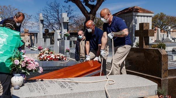Ημερήσιο ρεκόρ θανάτων στην Ισπανία με 849 θύματα, γενικός συναγερμός στις ΗΠΑ