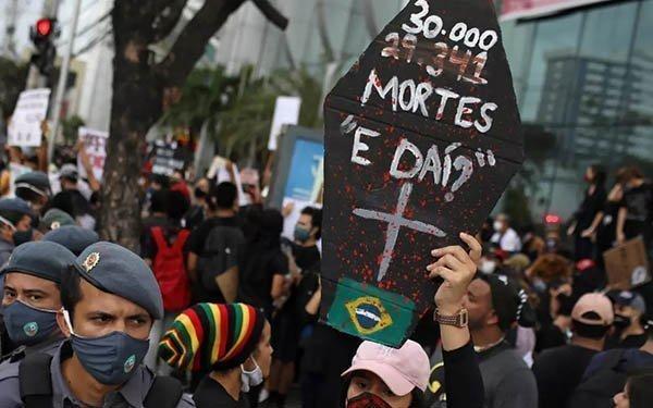 Ο κορονοϊός «σκοτώνει εναν Βραζιλιάνο κάθε λεπτό»